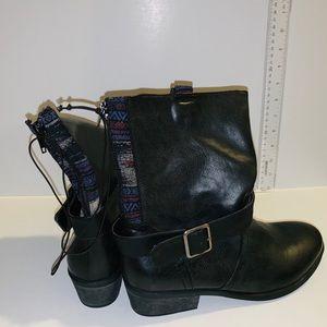 NWOT Pink & Pepper combat boots